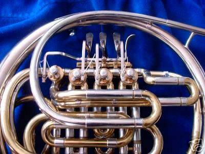 Picture of a french horn.